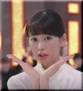 【ワイモバイルCM2016】桐谷美玲が田中美奈子とボディコン美脚対決!