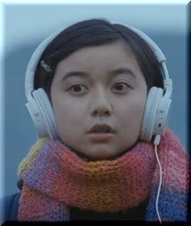 【キリン午後の紅茶CM】ヘッドホンをして駅のホームで歌う女子高生は誰?