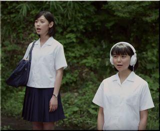 【キリン午後の紅茶CM】名曲カブトムシを歌う2人の女子高生は誰?
