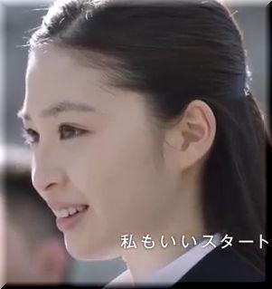 【SMBC三井住友銀行CM】横断歩道を走って渡る新社会人、女優は誰?