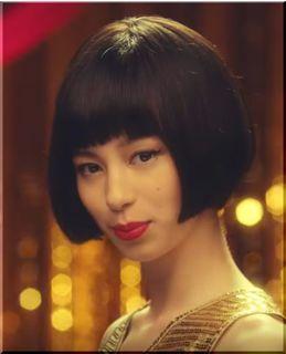 【ドコモdカードゴールドCM】金色のドレスで踊るダンサーは誰?