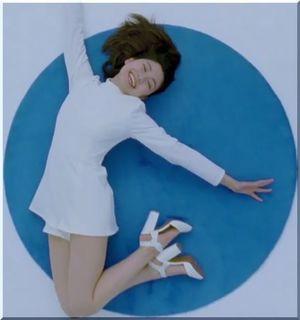 【森永パルテノCM】ギリシャヨーグルトを食べて美脚を披露する女優は誰?