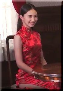 【マルハニチロ新中華街CM】レンジ横のチャイナドレスの女優は誰?