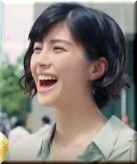 【アクエリアスビタミンCM】レモンの大群に体当たりされる女優は誰?