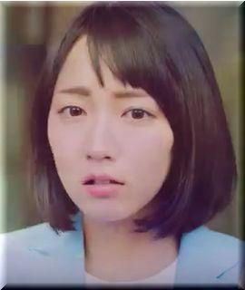 【DIC CM】ビルで雨宿り、ガッカリしたり喜んだりする女優は誰?