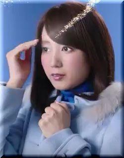 【ベンザブロック2016CM】綾瀬はるかと共演する青色のキャスターは誰?