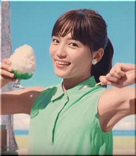 【QTモバイルCM】かき氷を片手にダンスを踊る女優は誰?