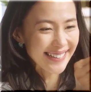 【ABCマートスリッポンCM】女優:木村佳乃、40歳にしてこの美脚!