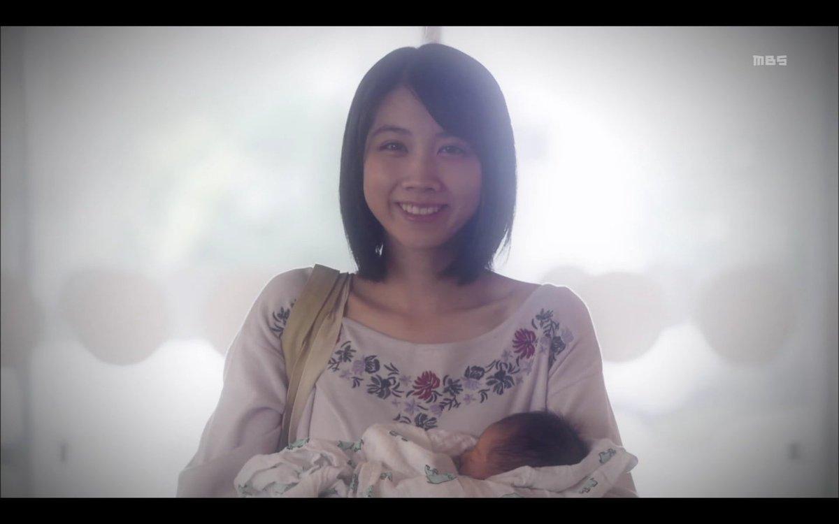 赤ちゃんを抱く松本穂香