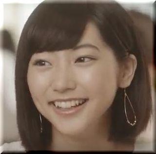 【gramパンケーキCM】笑顔で働くgramのスタッフ、女優は誰?