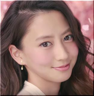 【CANMAKE(キャンメイク)CM】チークを塗って笑顔になる女優は誰?