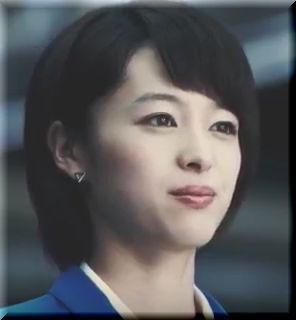 【アマノCM】声をかけてもスルーされてしまう青いスーツの女優は誰?