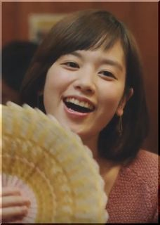 【年末ジャンボ宝くじCM】侍と忘年会する3人の美女、鍋奉行の女優は誰?