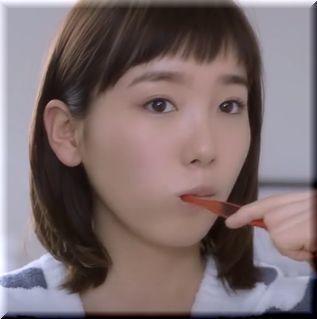【Abema(アベマ)TVCM】スマホを見て待ち合わせする女優は誰?