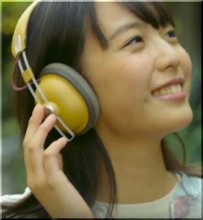 【パナソニックCM】下町を散歩する黄色のヘッドホンの女優は誰?