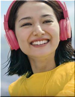【spotify(スポティファイ)CM】犬と水上スキーする女優は誰?