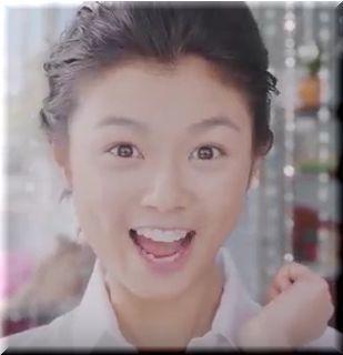 【コーセー雪肌粋CM】美女と野獣のボトルを持って微笑む女の子は誰?
