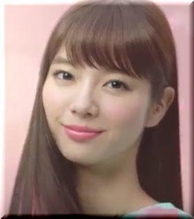 【hoyuビューティーラボCM】トゥルントゥルンでつややかな髪色の女優は誰?