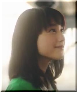 【JR東日本アプリCM】ポスターから出てきて説明する女優は誰?