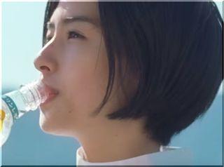 【キリンレモン2018CM】防波堤を歩きながら昔を回想する女優は誰?