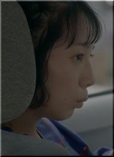 【auピタットプランCM】「やっすぃー」弟の料金を調べる女優は誰?