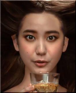 【キリン麦茶CM】栗色の長い髪の中から現れる美しい女優は誰?