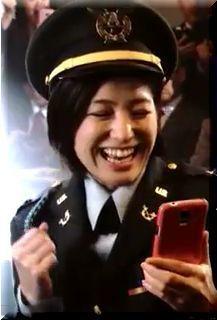 【モバスト勝利の戦略CM】上司に反対意見を言って不敵に笑う女優は誰?