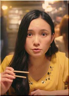 【エイブル女子割CM】居酒屋で見事な腹筋を見せる女優は誰?