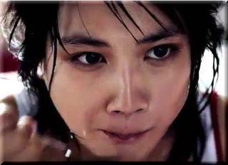 【グリコカレーLEE(リー)CM】「辛い。」汗だくで食べる女優は誰?