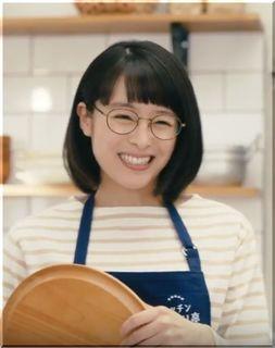 【ミツカン味ぽんCM】キッチンさっぱり亭のメガネ店員、女優は誰?
